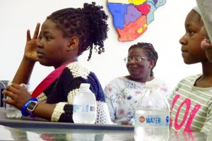 africano kids listening